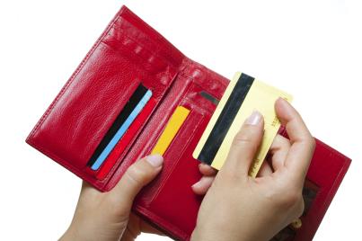 Credit-cards-in-wallet_5-Jan-2015